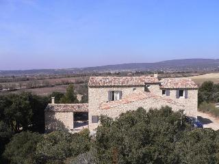 Cozy Villa with a Pool and Grill at Gordes, Luberon, Provence
