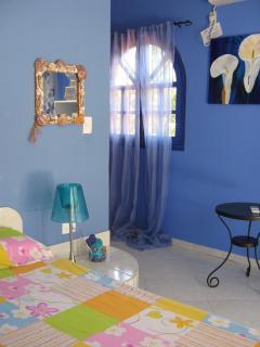 Villa Amarilla, Schlafzimmer, mit Aircond. & Queensizebett, Schränke