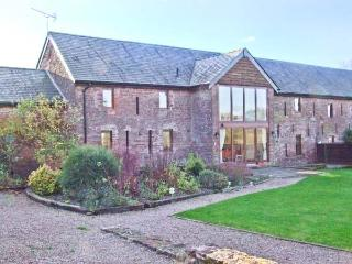 GROVE VIEW BARN, stone-built, family accommodation, enclosed garden, paddock, walks from door, near Ross-on-Wye, Ref 14217