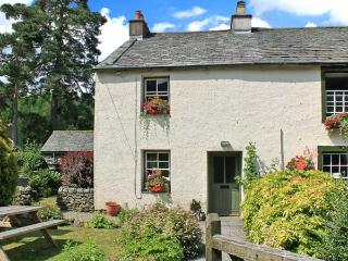NOOK COTTAGE, family accommodation, on a farm, open fire, enclosed garden, in Rosthwaite, Ref 20358, Cumbria