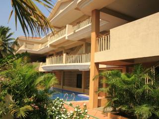 GOAgaga-Ideal apts near beach 4 families n couples, Saligão