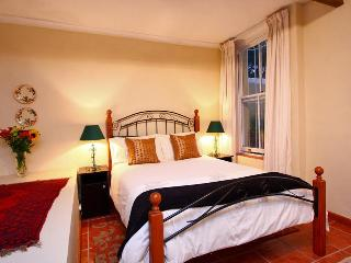 Second bedroom with a view of the garden