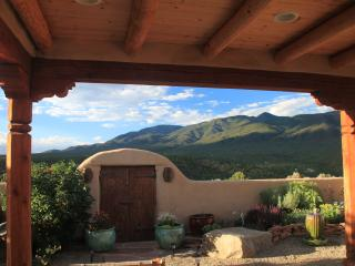 Taos Retreat - near Ski Valley & Arroyo Seco- perfect for families, couples, & solitude seekers, Taos Ski Valley