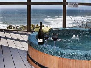 Submarine -Oceanfront & Hot Tub, Lincoln City