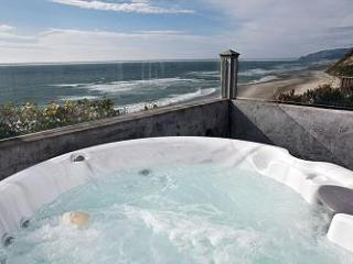 Pirates Lookout -Oceanfront w/ Hot Tub, Lincoln City