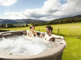 Couples Spa Lodge with Hot Tub, Pitlochry
