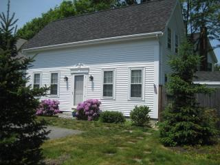 Charming 2 bedroom Rockport Carriage House
