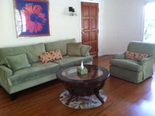 Mid Wilshire Corporate Cozy and Family Friendly, Los Angeles