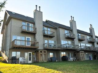 Spectacular 2 bedroom townhome within easy walking distance to Wisp Resort., McHenry