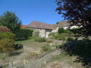 Hameau de Cirey, Luxurious Gite in BEAUNE area with heated pool
