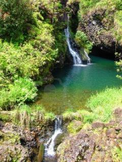 TOUR THE MANY BEAUTIFUL WATERFALLS OF MAUI
