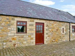 RIDGE COTTAGE, pet-friendly cottage, underfloor heating, country views, near Longwitton Ref 17608, Morpeth