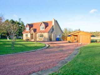MILLENNIUM COTTAGE, games room, ample off road parking, gardens, in Embleton, Ref 20697