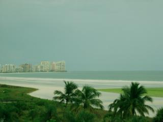 CHIC and stylish fully renovated unit with glorious balcony views of the beach, Isla Marco