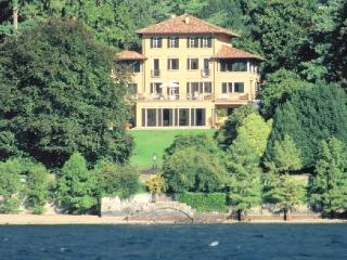 Villa Affascinante Lake como luxury vacation villa, San Siro