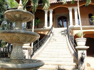 Beach Front Spanish Colonial Villa-Private Pool FL, Playa Flamingo