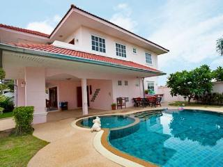 4 Bedroom Villa Large Pool 10 Min Walking Street, Pattaya