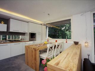 Romantic accomodation in the heart of woods, Brunate