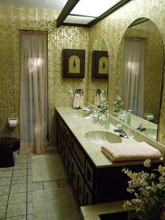 Master Bath w/shower & tub combo