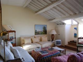 Monserrato Elegant Panoramic Apartment