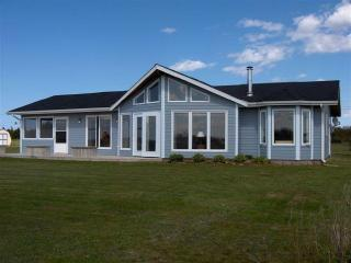 BEACH FRONT CHALET,PRINCE EDWARD ISLAND,3 BEDROOMS, Mount Stewart