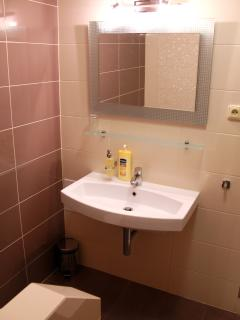 Bathroom: towels, good quality shampoo and soap, body lotion.
