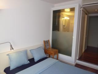 Double Room, PRIVATE Bathroom Las Ramblas AC, Wifi, Barcelona