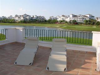 Gated Community - Communal Pool - Free WiFi - Golf Course - 1408, Roldán