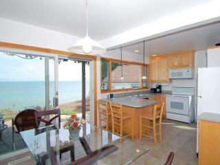 Lake Shore House on Lake Michigan! Dog Friendly!, Sheboygan