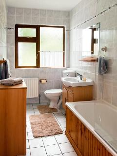 Main Bathroom with bathtub, wash basin and toilet