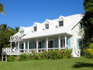 Attractive home with views of Bay and Cays