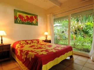 Villa Belle Epoque -TAHITI- beachfront near city, Papeete