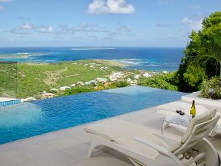 L'AGUA... fabulous 2 BR contemporary villa with breathtaking views
