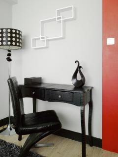 Cool black color desk with chair and lamp to ensure the best lighting