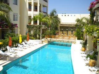 Pool Side 2 br Condo Steps From the Beach with Great Amenities, Huatulco
