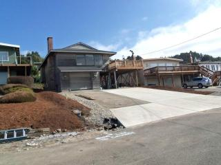 Close Close Beach *Terrific Oceanview*hotub*2 beach accesses, Lincoln City