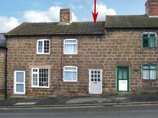 COSY NOOK, romantic retreat, close to walks and cycle rides, courtyard, in Cromford, Ref 20058