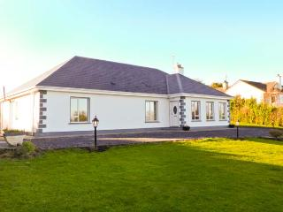 DUNNAVILLA HOUSE family-friendly, en-suite facilities, open fire in Oughterard Ref 20752