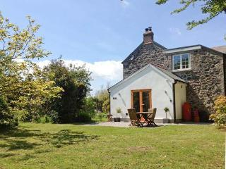 THE DAIRY, all ground floor, woodburner, close to Coverack, Ref 20990