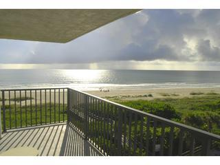 Direct Oceanfront with Great View at Cape Winds!, Cap Canaveral