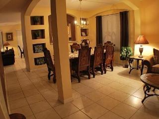 8 bedrooms/5.5 baths/pool/spa/resort/mins disney, Orlando