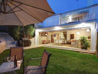 Stylish 4 bdr family villa near beach in Estepona