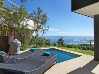 Camps Bay 3 BR, 5 Star Apt CB 095 + Private Pool !
