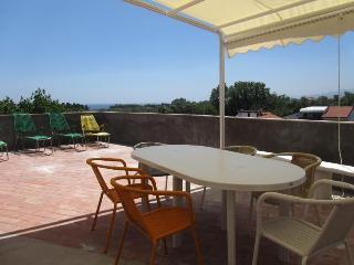 Beachfront 2-bedrooms apartment Best Etna&Sea view