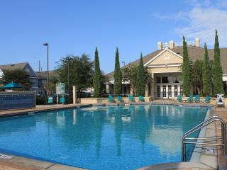 Luxurious 3 Bedroom with Pool and Jacuzzi, near Disney
