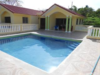 Private 3 bedroom villa close to town yet private