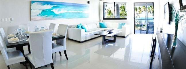 Dinning-Living Room - And our wonderfull beachfront view!!