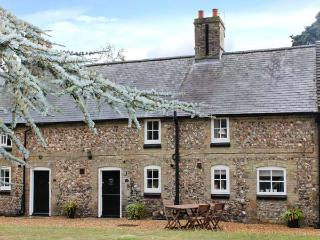 MANOR FARM COTTAGE, pet-friendly, close amenities, in Swaffham Ref 20933