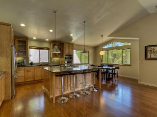 Spacious 4 bedroom mountain home bordering national forest  - Contemporary Tahoe Cabin