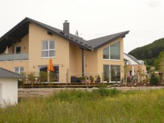 LLAG Luxury Vacation Apartment in Albstadt - 926 sqft, quiet, modern, new (# 3433)